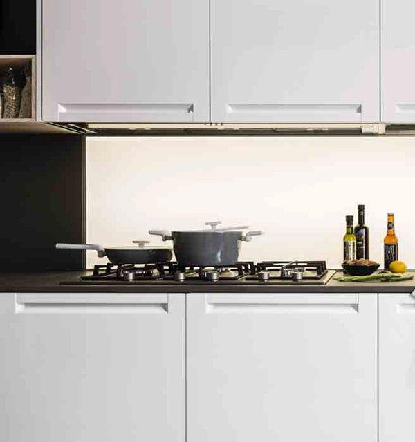 Cucina Luce Teodori Home by Mobilegno piano cottura